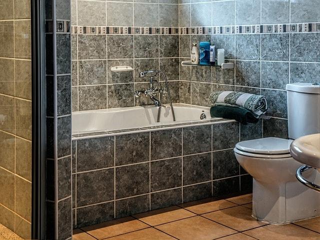 ваннах, раковинах и туалетах