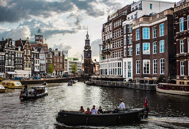 тур на лодке по Амстердамскому фестивалю света