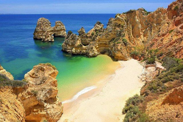 Praia do Camilo