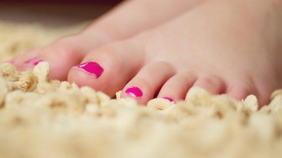 грибковую инфекцию ногтей на ногах